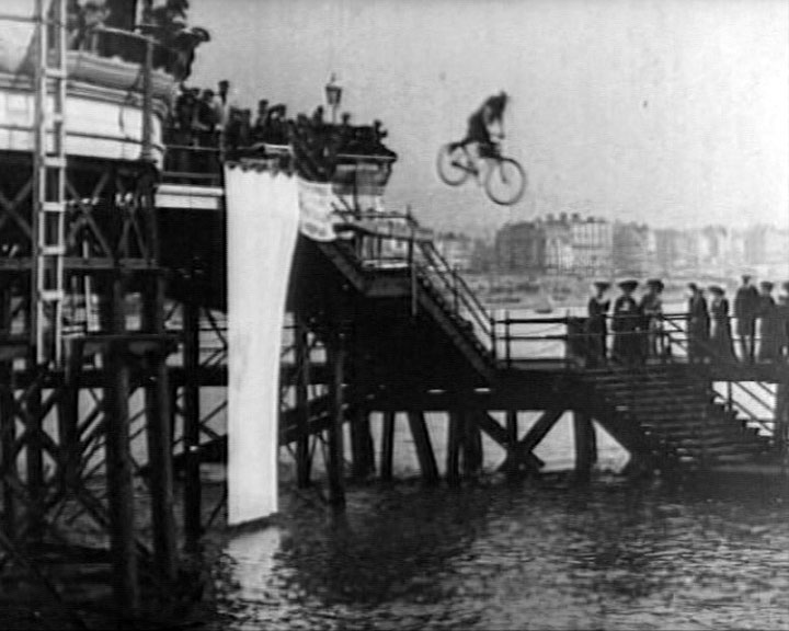 Flying the Foam and Fancy Diving (1906)